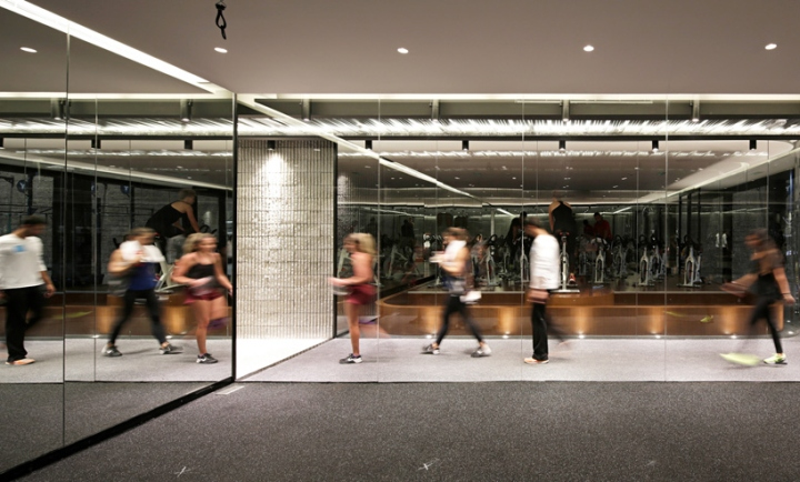 Оформление фитнес клуба: клуб принимает посетителей