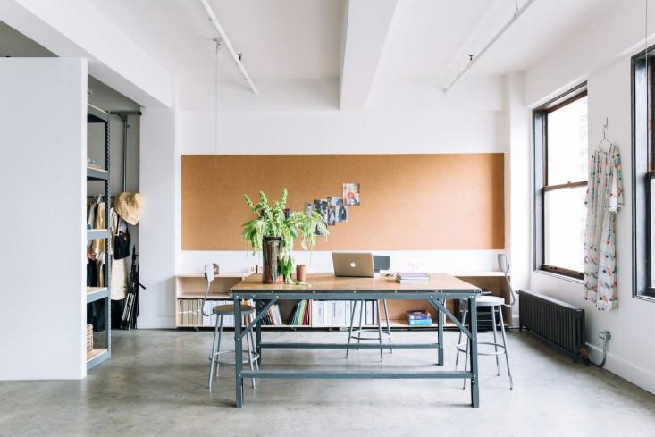 Белые стены в оформлении интерьера офиса