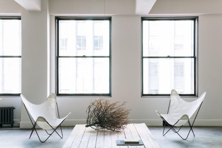 Оригинальные кресла в оформлении интерьера офиса