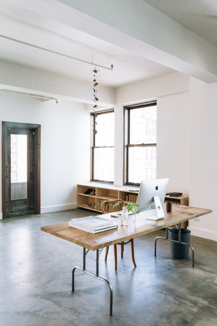 Серый пол в оформлении интерьера офиса