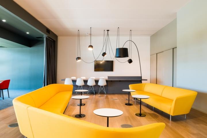 Оформление интерьера офиса: благожелательная и деловая обстановка конференц-зала