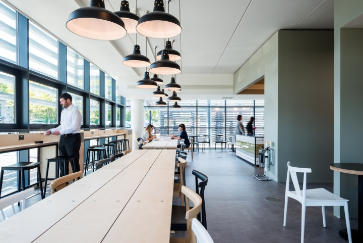Оформление интерьера офиса: больше яркости - лучше настроение