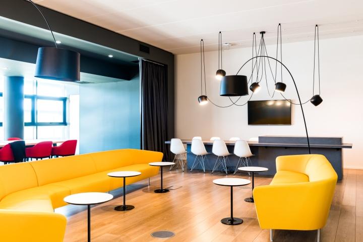 Оформление интерьера офиса: экспрессия жёлтого, синего, красного