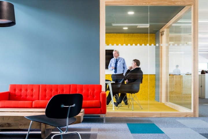 Оформление интерьера офиса: удобная мебель
