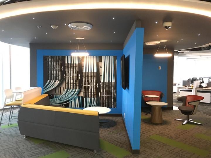 Стильное оформление интерьера офиса Panduit в Мексике: нестандартное пространство офиса