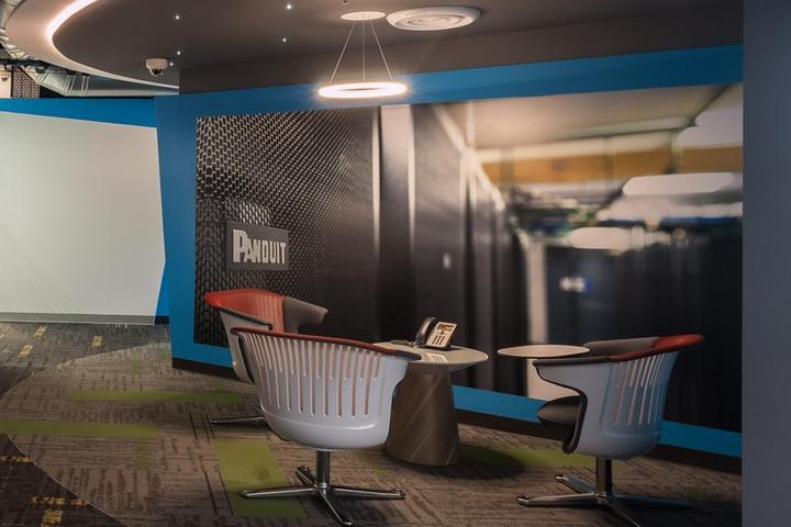 Стильное оформление интерьера офиса Panduit в Мексике: публичные и частные зоны