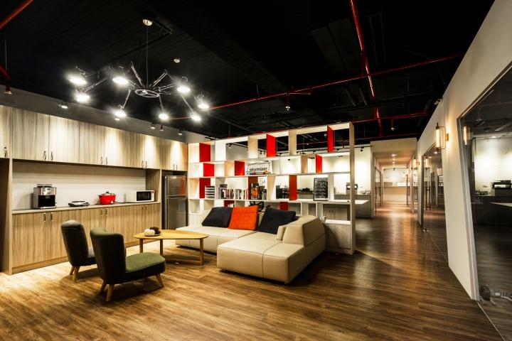 Уютное оформление интерьера офиса в Тайване: деревянный пол
