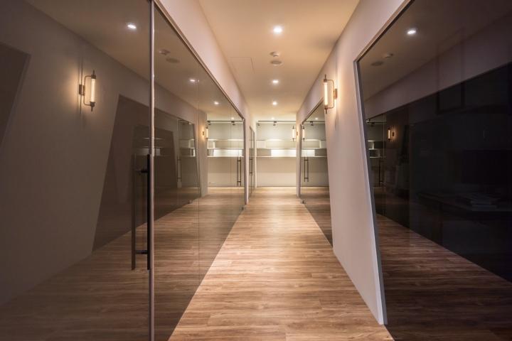 Уютное оформление интерьера офиса в Тайване: коридор