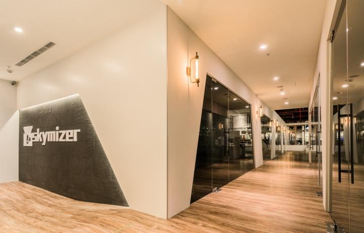 Уютное оформление интерьера офиса в Тайване: прямоугольная трапеция