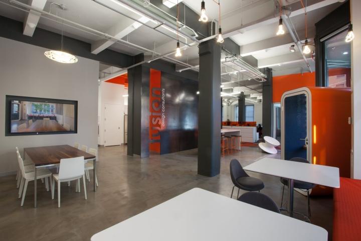 Оранжевый цвет в офисе Fusion Design Consultants в Бостоне
