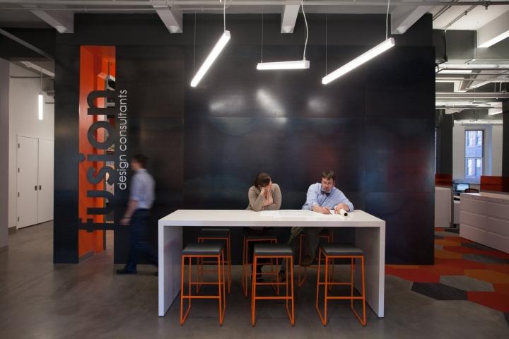 Оранжевый цвет в офисе Fusion Design Consultants в Бостоне: оформление мелких деталей