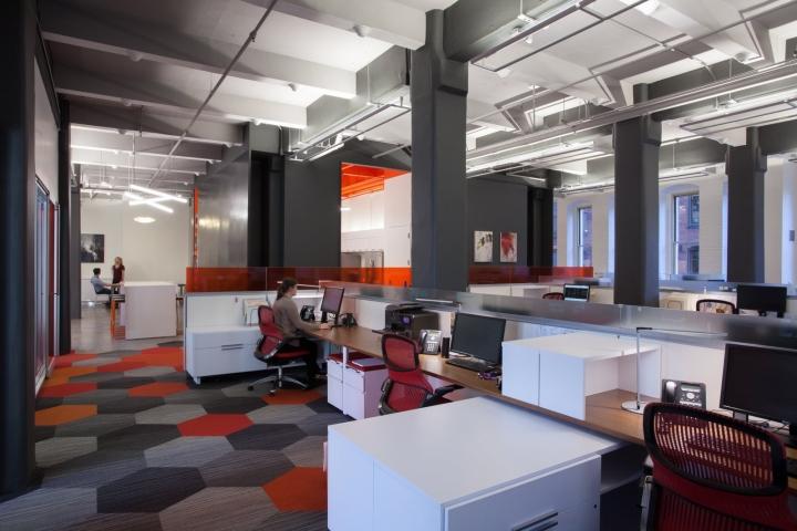 Оранжевый цвет в офисе Fusion Design Consultants в Бостоне: игра форм и цвета