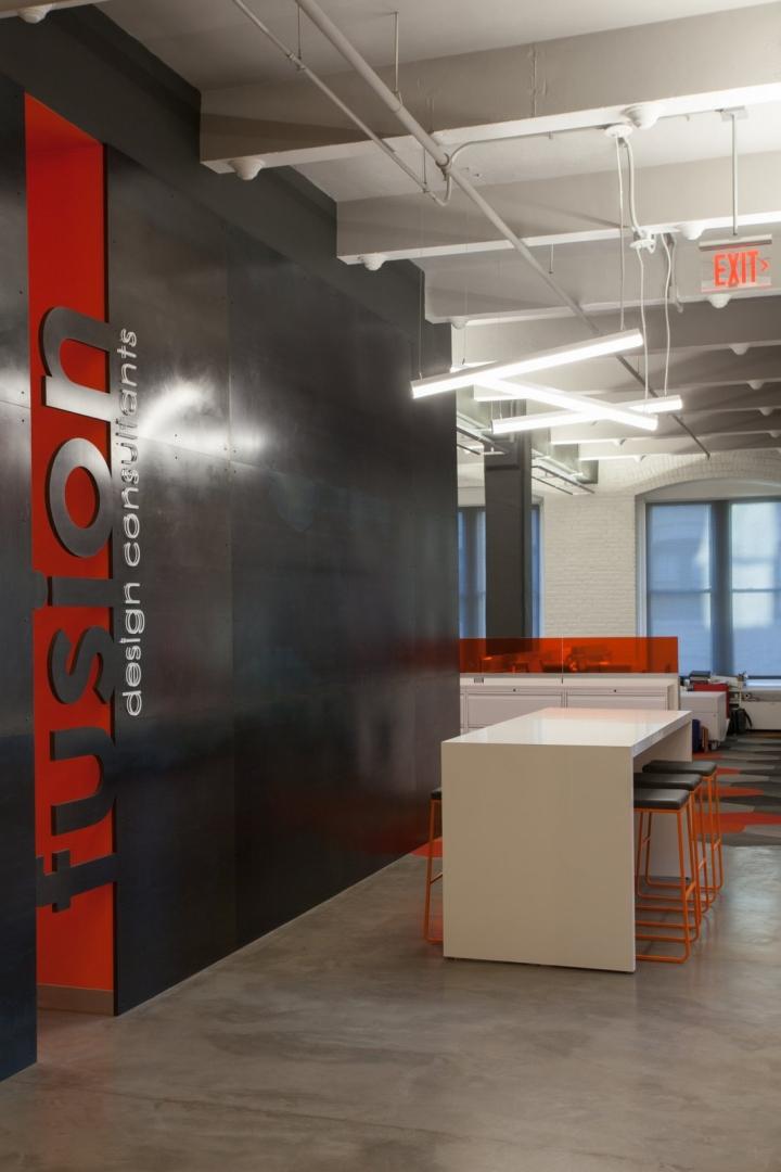 Оранжевый цвет в офисе Fusion Design Consultants в Бостоне: логотип компании