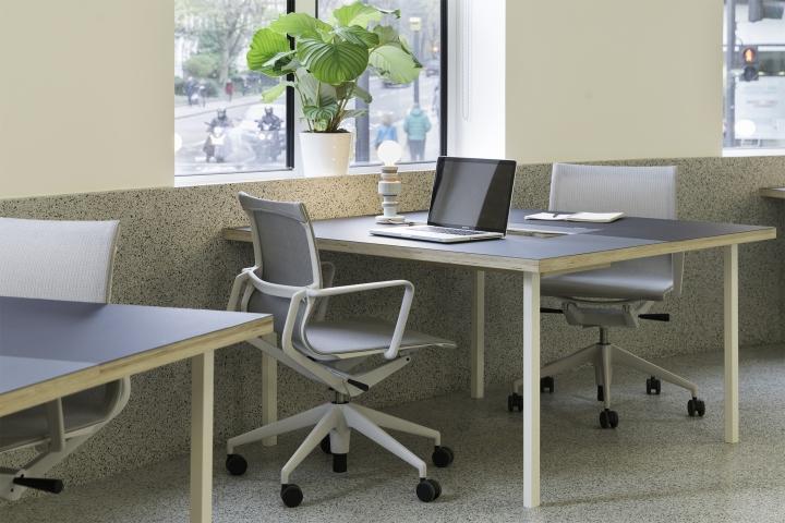 Организация рабочего пространства в офисе в стиле постмодернизм
