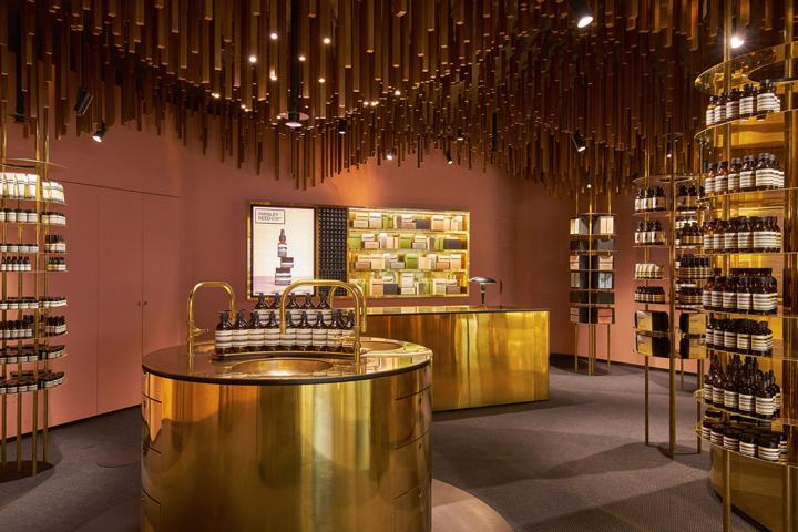Оформление магазина натуральной косметики в Сингапуре