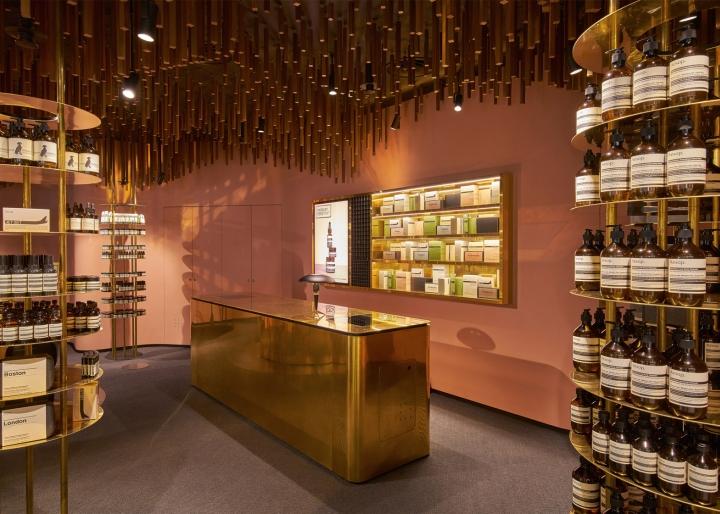 Оформление магазина натуральной косметики в Сингапуре - дизайн кассовой зоны магазина. Фото 1
