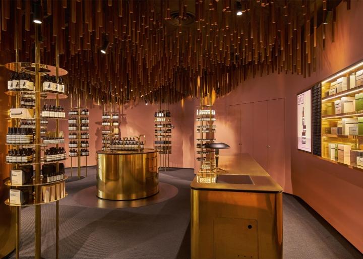Оформление магазина натуральной косметики в Сингапуре - дизайн кассовой зоны магазина. Фото 2