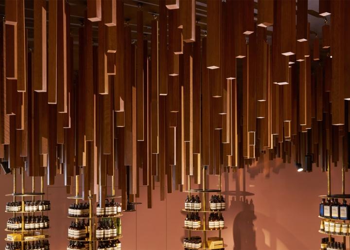 Оформление магазина натуральной косметики в Сингапуре - игра света и теней