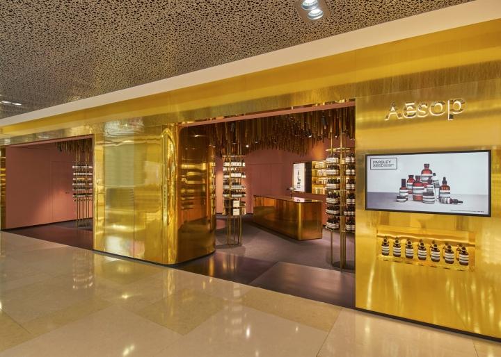 Оформление магазина натуральной косметики в Сингапуре - дисплей и небольшая ниша