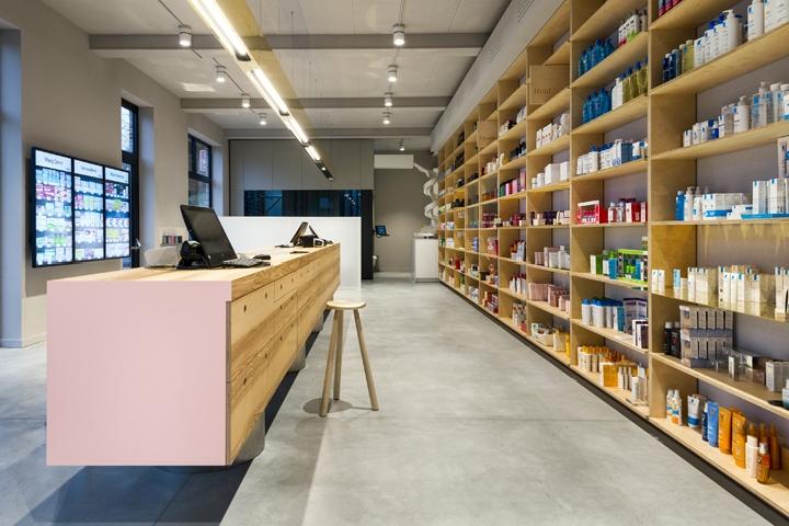 Дизайн интерьера аптеки  привлекает посетителей своей необычностью