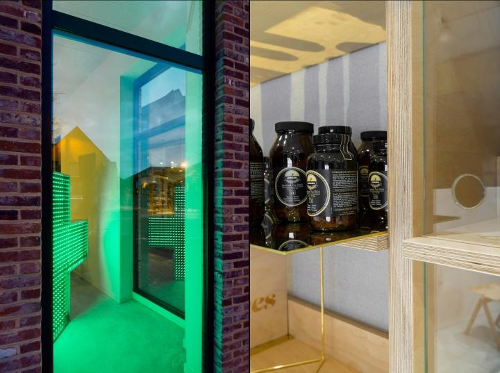 В дизайне интерьера аптеки использованы различные натуральные материалы