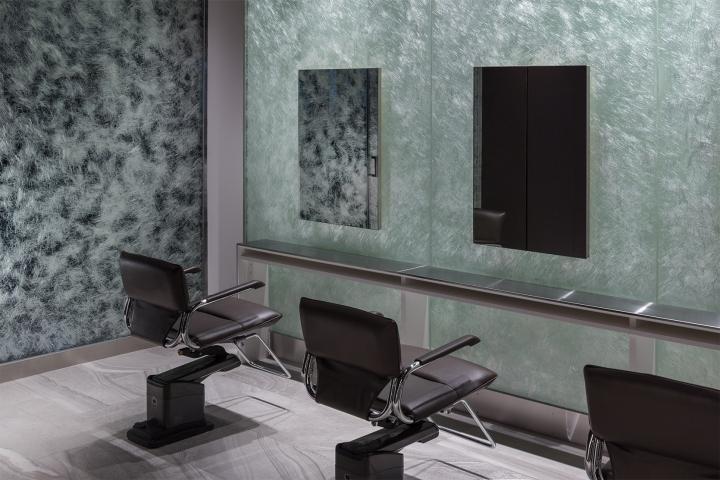Оригинальный дизайн салона красоты. Интерьер зоны для обслуживания клиентов: всё предельно просто и в то же время стильно - фото 1