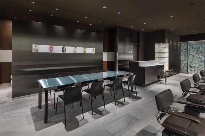 Оригинальный дизайн салона красоты. Интерьер зоны для обслуживания клиентов: всё предельно просто и в то же время стильно - фото 4