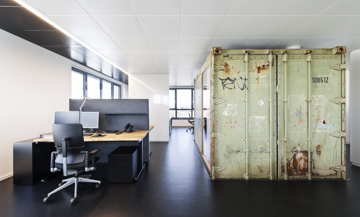 Оригинальный офис, фото из города Фридрихсхафен - пол из каучука