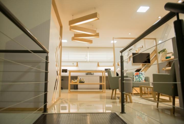 Отделка офиса деревом: светлый интерьер