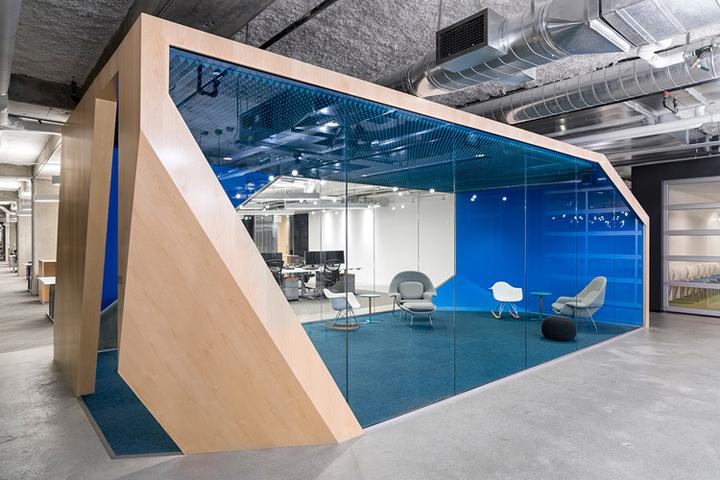 Открытый интерьер офиса в США