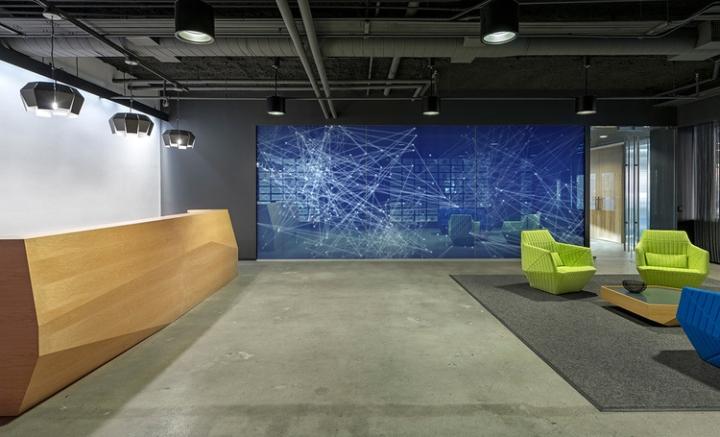 Открытый интерьер офиса в США - необычный экран