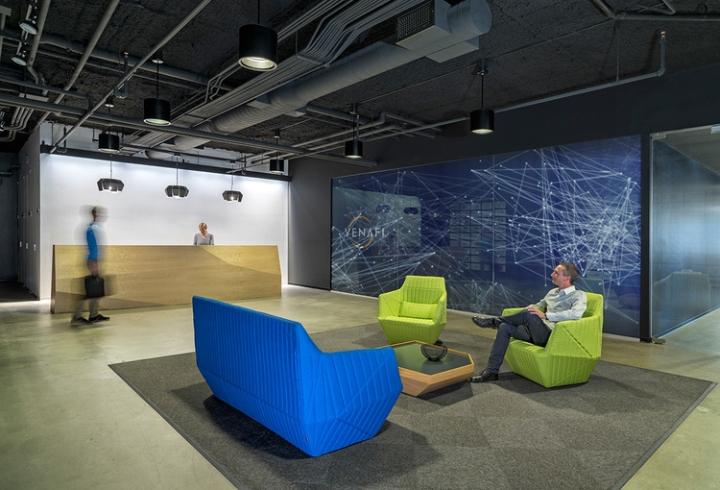 Открытый интерьер офиса в США - зона ресепшн