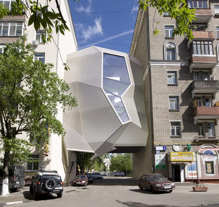 Необыкновенный офис-паразит от za bor architects, Москва