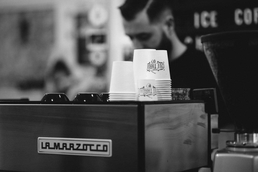 Кофе-машина на барной стойке