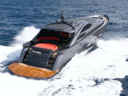 Итальянская яхта Pershing Pininfarina: на воде