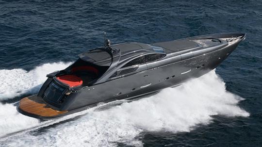Итальянская яхта Pershing Pininfarina: заостренный V – образный нос