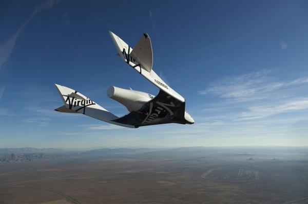 Частный космопорт: SpaseShipTwo в планирующем полете