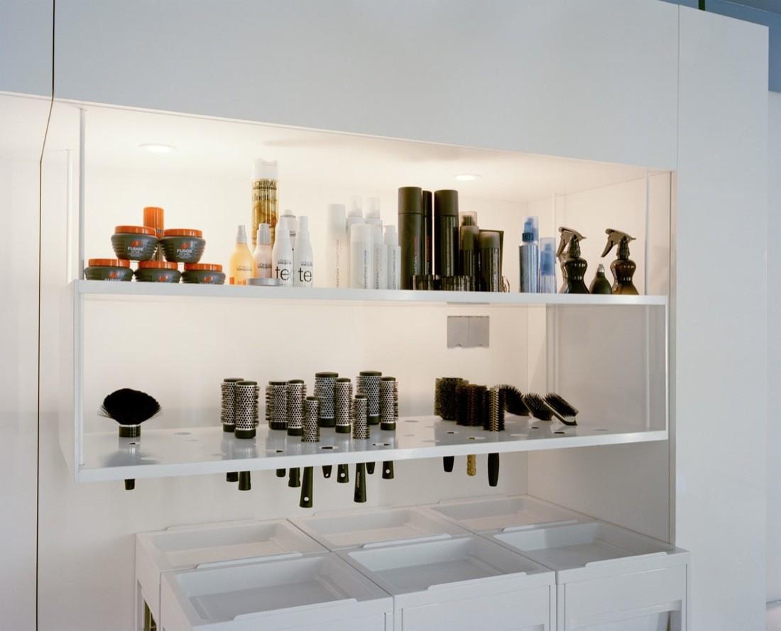 Дизайн парикмахерской: подвесные полочки