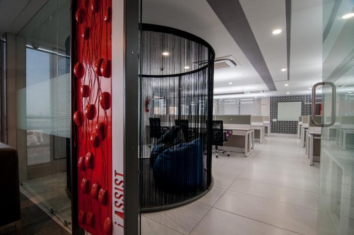 Проект интерьера офиса в контрастных цветах