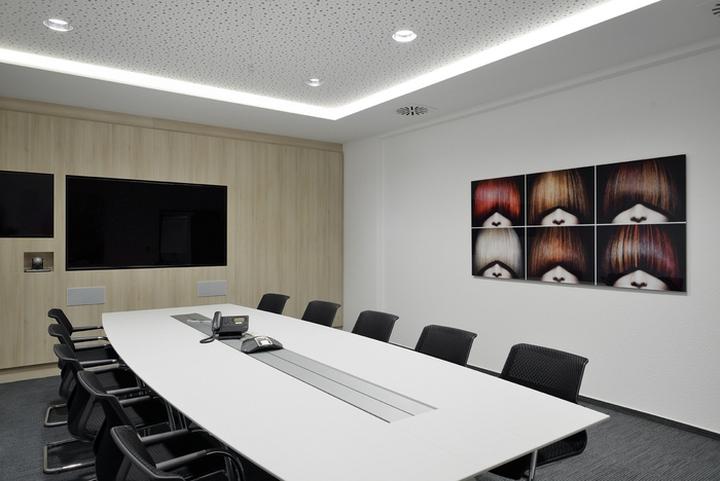 Проект интерьера офисов Henkel: зал совещаний