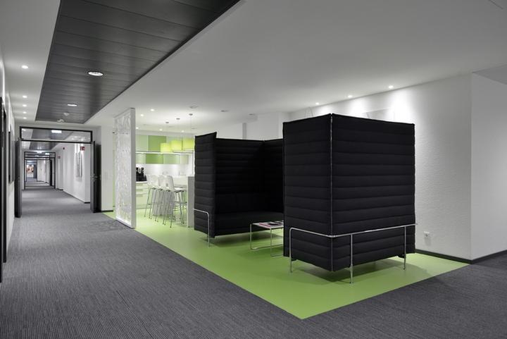 Проект интерьера офисов Henkel: цветовое зонирование