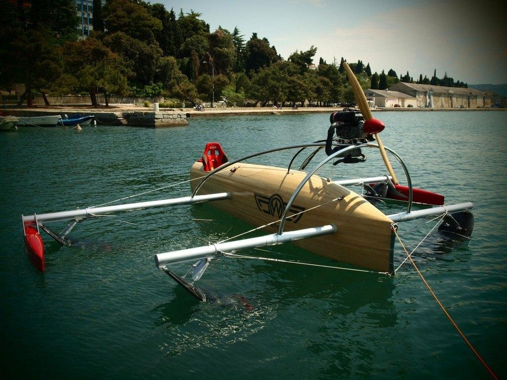 Одноместный прототип серийного варианта крылатой лодки wFoil Albatross