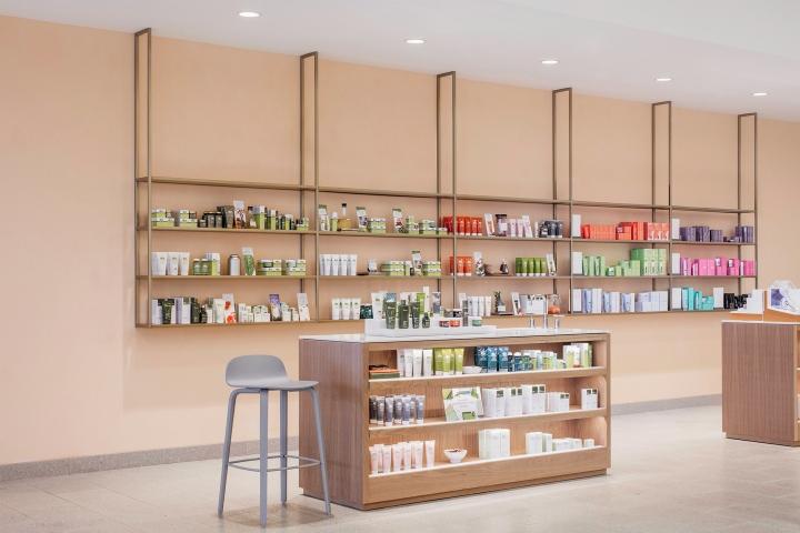 Проект магазина косметики - стена персикового цвета