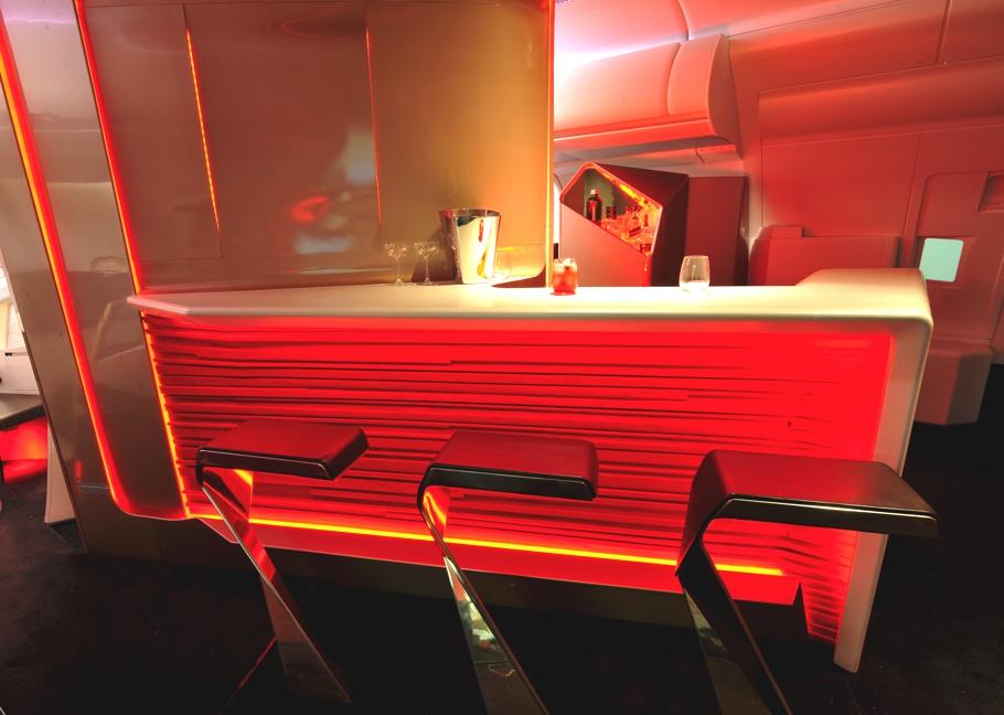 Проект авиакомпании Virgin Atlantic и студии VW + BS необычного футуристического бара в самолёте