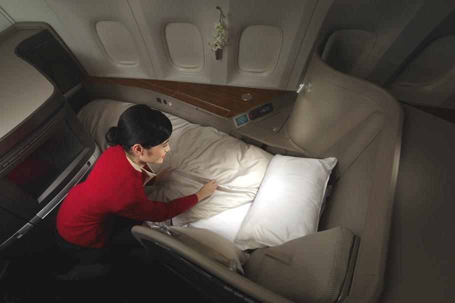 Новый облик первоклассного салона Boeing 777-300 ER в спокойных тонах