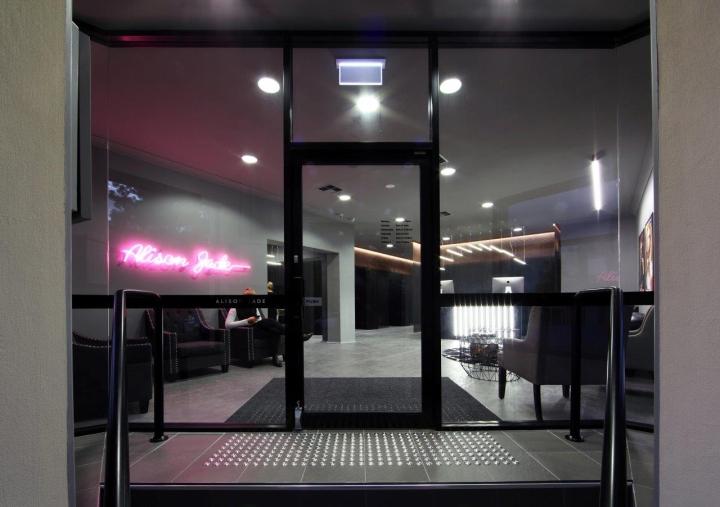 Дизайн витрины салона красоты