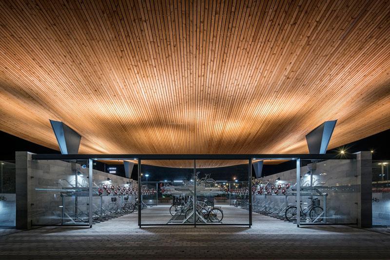 Уникальный проект железнодорожного вокзала Хельсингборга, Швеция: крытая велопарковка