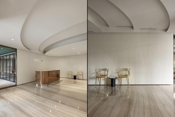 Проектирование интерьера офиса: золотые стулья