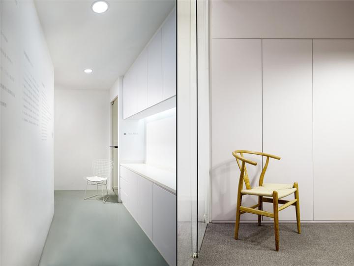 Растения в интерьере офиса от Muxin Design - белый дизайн офиса