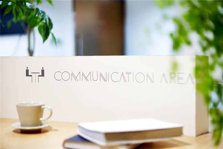 Растения в интерьере офиса от Muxin Design - зона общения